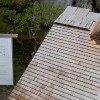 Die alte Dachbedeckung eines Tempelgebäudes
